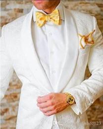 Wholesale Men S Two Button Suit - Wholesale - Classic Design White Paisley Groom Tuxedos Groomsmen One Button Shawl Lapel Best Man Suit Wedding Men&039;s Blazer Suits