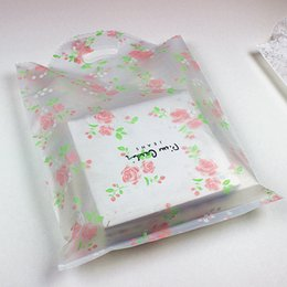 Rosa plastikbeutel online-100pcs Rosen-Rosa-Blumen-bereifte Plastiktasche, Einkaufsschmucksache-Verpackenkleidungs-Plastikhochzeits-transparente Geschenk-Beutel verdicken Tasche