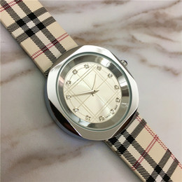 Wholesale Lady Small Watch - Luxury Lady Watches Colorful Classic High Quality Female Quartz Lady Wristwatches Fashion Exquisite Gifts Accessories Small Eyes Crystal