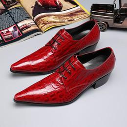 66047f1874eb6d Luxus rotes Kleid Schuhe Mode Spitz Freizeit Schuhe Mann Leder Hochzeit  Schuhe für den Bräutigam Größe 38-46 Python Schlange Krokodil Muster DWK10