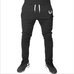 Pantalones al por mayor de los hombres calientes de la cremallera del algodón ocasional del bordado de los hombres Pantalones de entrenamiento de la aptitud Pantalones de chándal flacos Pantalones basculadores Negro gris desde fabricantes