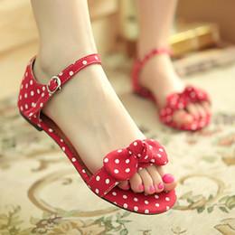 blaue tupfenschuhe Rabatt Günstige Mode koreanischen Stil Sommer rot / schwarz / blau beiläufige flache Frauen Sandalen Schuhe Bowtie Polka Dot, plus große Größe: 34-43