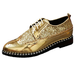 Wholesale Gold Wedding Shoes Low Heel - Men Casual Leather Lace up Brogue Shoes Pointed Toe Carved Glitter Formal Business Dress Shoes Breathable