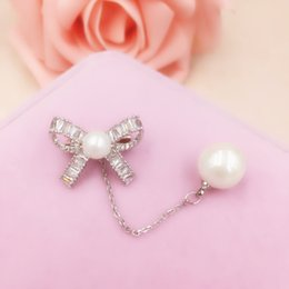 Wholesale Wholesalers For Ladies Garments - New Fashion Cubic Zirconia Bowknot Brooch Pin for Women Lady Imitation Pearl Tassel Chain Brooches Jewelry Garment Christmas Gifts