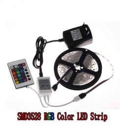 Canada RGB LED Bande 5 M 300Led 3528 SMD IR Télécommande 12 V 2A Adaptateur de Puissance Flexible Lumière Led Bande Non-Étanche Offre