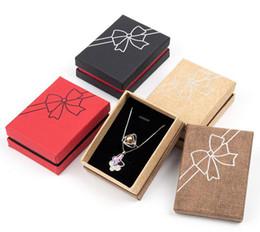 Mariposa de embalaje de regalo online-Rayas de lino Transferencia de calor Bow Jewelry Packing Box Accesorio de moda Collar Pulsera Pendiente Butterfly Box Caja de regalo 8.8 * 6.7 * 3.4cm