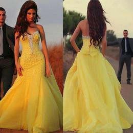 vestido amarillo con cuentas Rebajas Customized Made Sweetheart Neckline sirena vestidos de noche con perlas amarillas que rebordean vestido de fiesta vestidos para festa