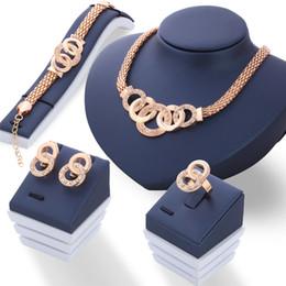 Conjuntos de joyería chapada en oro de las mujeres africanas online-Plata / chapado en oro Crystal Roud Charms Necklace Earrings Bracelet Ring Sets for Women Statement African Jewelry Sets