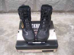 Scarpe in pelle traspirante di colore marrone Scarpe da caccia per campeggio all'aperto da uomo Scarpe da arrampicata nere Stivali da guerra tattici da scarpe da trekking scarpe basse fornitori