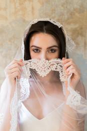 Wholesale Champagne Wedding Fingertip Veil - Lace Fingertip Length Luxurious Beautiful Bridal Veils Vintage Wedding Veils Elegant Bridal Accessories Stunning Wedding Accessories V01