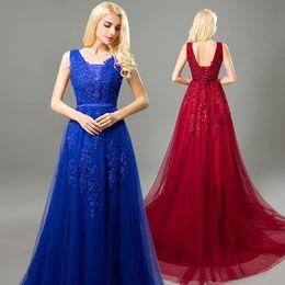2019 Royal Blue Vestidos Formais Desgaste Da Noite V Neck Sem Mangas A Linha Applique Lace Sweep Trem Plus Size Prom Guest Dress de