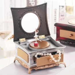 Wholesale Music Boxes For Gift - Dancing Ballerina Music Box Heart Shape Wooden Mechanical Musical Box Girls Carousel Hand Crank Music Box Mechanism For Gift