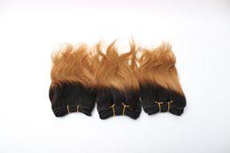 La venta caliente y la onda natural de la armadura barata 7inch trama del pelo humano ombre color pelo ata el pelo brasileño en el envío común dentro de un día desde fabricantes