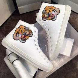 Wholesale Animal Printed Shoes - Latest Luxury Brand Men Women Designer Leisure Shoes Applique Tiger Trainers Fashion Black White Leather Comfortable Casual Flat Shoes