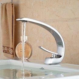 Al por mayor-Único diseño Deck Mount Latón completo baño grifo del lavabo de una sola manija grifos del mezclador Chrome acabado desde fabricantes