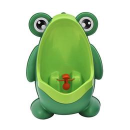 2019 meninos fazendo xixi mictórios Verde Azul Sapo Do Bebê Higiênico Treinamento Crianças Potty Urinol Urinol Trainer Urina Para Meninos com Engraçado Com Objetivo Alvo Banho DEC284 desconto meninos fazendo xixi mictórios