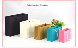 чёрная стоковая бумага Скидка Бумажные мешки с ручками на складе белый черный розовый синий крафт цвет упаковка сумки для одежды высокое качество сумки для подарка 22 различных размеров