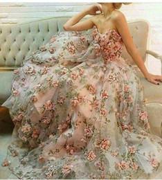 2019 vestidos de alta costura mnm 2017 Nueva Sexy novia de encaje floral sin mangas vestidos de noche de impresión 3D Organza A Line Sweep tren fiesta de baile vestidos de fiesta por encargo