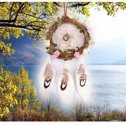 antike weiße wände Rabatt Antike Imitation Geschenk handgemachte Dream Catcher Net mit weißen Federn Perle Perle Blume Wandbehang Dekoration Ornament Autozubehör