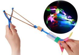 Grande luce blu fionda catapulta Frecce che volano a fasci che emettono luce giocattoli per bambini all'ingrosso mercato notturno venditore ambulante da