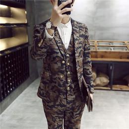 Venta al por mayor- hombres de moda trajes slim fit trajes de novio 2015 hombre traje de 3 piezas últimos diseños de pantalón de camuflaje trajes casuales chaqueta + chaleco + pantalón desde fabricantes