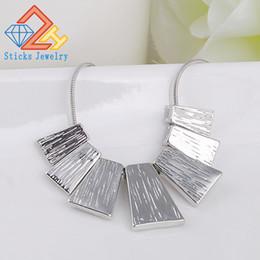 Canada Nouveau même conception accessoires en alliage géométrique collier choker colliers pour les femmes déclaration bijoux Offre