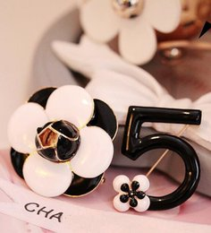 Wholesale C Brooches - flower Number 5 Luxury Brand Designer CC c*c style Lapel Pins Brooches Broche Broach Jewelry Fashion Women Clothing Sweater Dress pearls