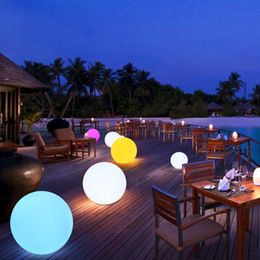 2019 luci di sfera per il giardino DC5V RGB 16 colori cambia LED luci notturne a sfera IP68 Impermeabile galleggiante Mood Light per Garden piscina Decorazione luci di sfera per il giardino economici