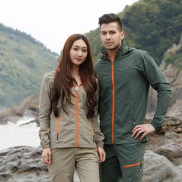 Wholesale Wholesale Running Suits - Outdoor hiking jacket suits waterproof men plus size Windbreaker quick drying women fishing jacket suits Mountaineer camping