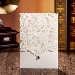 Wholesale Decorate Wedding Cards - Wholesale- 50pcs lot laser cut card for wedding invitation with diamond decorate with inner page and envelopes CW5001