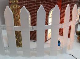 Decorazioni di recinto di natale online-Plastic Fence Garden Gnome Moss Terrariums Artigianato Albero di Natale Decorazioni per recinzioni Giardino Kawaii