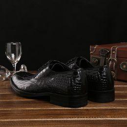 2019 vestido de pedras negras Moda Stone grained Brown / preto sapatos de negócios de couro genuíno sapatos de casamento sapatos formais mens sapatos desconto vestido de pedras negras