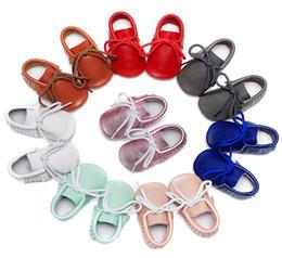 2019 láminas de caucho Zapatos de bebé de cuero de vaca genuinos Suela blanda para niños zapatos con cordones Recién nacido Niño Niños Niñas Prewalker Nuevo