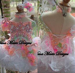fiori carini Sconti 2019 Cute Ball Gowns Ragazze del bambino Glitz Pageant Abiti Perline Cristalli Fiori Piuma Organza Flower Girl Abiti Cupcake Abiti