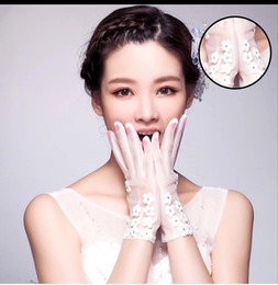 Wholesale Silk Lace Red Gloves - The new moon in 2017 high-grade Korean wedding bride with white gloves, red lace diamond Silk Wedding Gloves