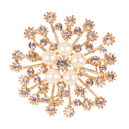 Wholesale Diamante Pearl Brooch - Exquisite Flower Wedding Brooch Clear Stunning Diamante And Pearl Floral Brooch Pin For Bridal Bouquet Competitve Wholesale Price Gold Tone