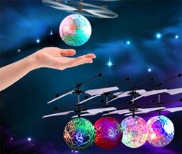 60шт современные радиоуправляемые игрушки эпохи воздуха RC Летающий мяч RC беспилотный вертолет шар сверкающих светодиодное освещение игрушки для детей, подростков Y082 от