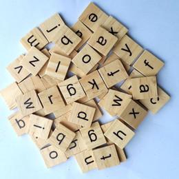 Lettres d'alphabet bébé en Ligne-100 pcs en bois alphabet scrabble tuiles chiffres noirs lettres pour l'artisanat jouets en bois pour bébé chaud