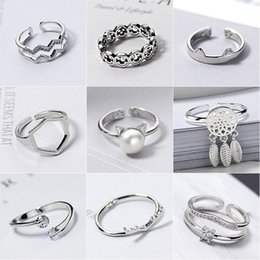 Wholesale Korean Ring Band Designs - New Adjustable Korean Fashion Design Vintage Jewelry Antique Silver Plated Retro Cute Little Daisy Flower Rings For Women