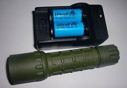 Conjuntos de lanternas táticas on-line-OD surefire G2 conjunto Cree R2 300Lm Uwe SURE UltraFIRE G2 6 P P60 preto corpo BK caçador tático lanterna 16340 RCR123A carregador de bateria conjunto