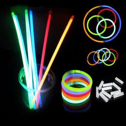 Venta al por mayor Apresurado Venta 20 CM Glow Stick Pulseras Collares  Fiesta de Neón LED Luz Intermitente Varita Novedad Juguete Concierto  Concierto Flash ... 94e1f11dd9e