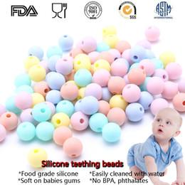 Toptan 15 MM 50 ADET Rastgele Şeker Renk BPA Ücretsiz DIY Yuvarlak Silikon Chew Boncuk Emniyet Diş Çıkarma Diş Kaşıyıcı Boncuk Bebek NecklaceBracelet ... nereden