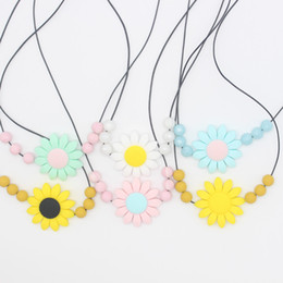 Wholesale Wholesale Teething Necklace Silicone - Flower shaped Necklace Baby Kid Teether Molars Tooth Teething Toy Multi Colors Silicone Pendants High Quality 6bq C