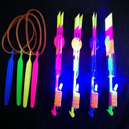 erstaunliche pfeilhubschrauber Rabatt LED Fliegende Spielzeug Flieger Flyer LED Fliegende Erstaunliche Pfeil Hubschrauber Fliegen Regenschirm Kinder Spielzeug