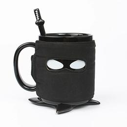 Tazza in ceramica stile Ninja personalizzata con fasce adiabatiche rimovibili, con tappetini e cucchiai di miscelazione da resistenza all'oro fornitori