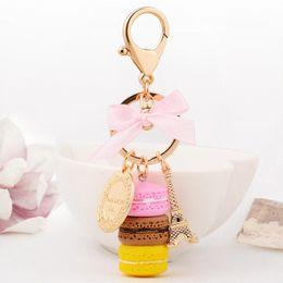 Venta caliente llavero bolso encantos Francia LADUREE Macarons Effiel torre amante Navidad X'mas llavero regalos para ella / él caja de color desde fabricantes