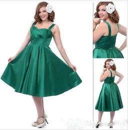 Esmeralda verde laço vestido de baile on-line-Verde esmeralda Plus Size vestidos de festa Stain Straps A linha Backless Zipper Ruffle Tea Comprimento Prom Vestidos de Dama de honra Barato