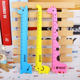 Wholesale Rulers 15cm - Wholesale- 1PCS Kids Cute Cartoon Giraffe Creative Drawing Ruler Toys Korea Stationery Rulers Sewing School Gift 15cm On Sale