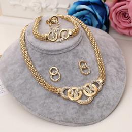 goldene halskette für braut Rabatt Stilvolle Design Afrikanische Perlen Vergoldet Schmuck Sets Braut Colliers Halskette Armband Kristall Ohrring Ring Statement Sets