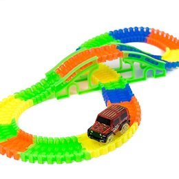 Wholesale Slot Cars Set - Glow in The Dark Car and Track Set (150 Pieces) with 1 Light-Up SUVs Set Batteries operated #272111
